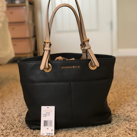 e4acf4ddfb613 Michael Kors Bedford Leather Tote in Black